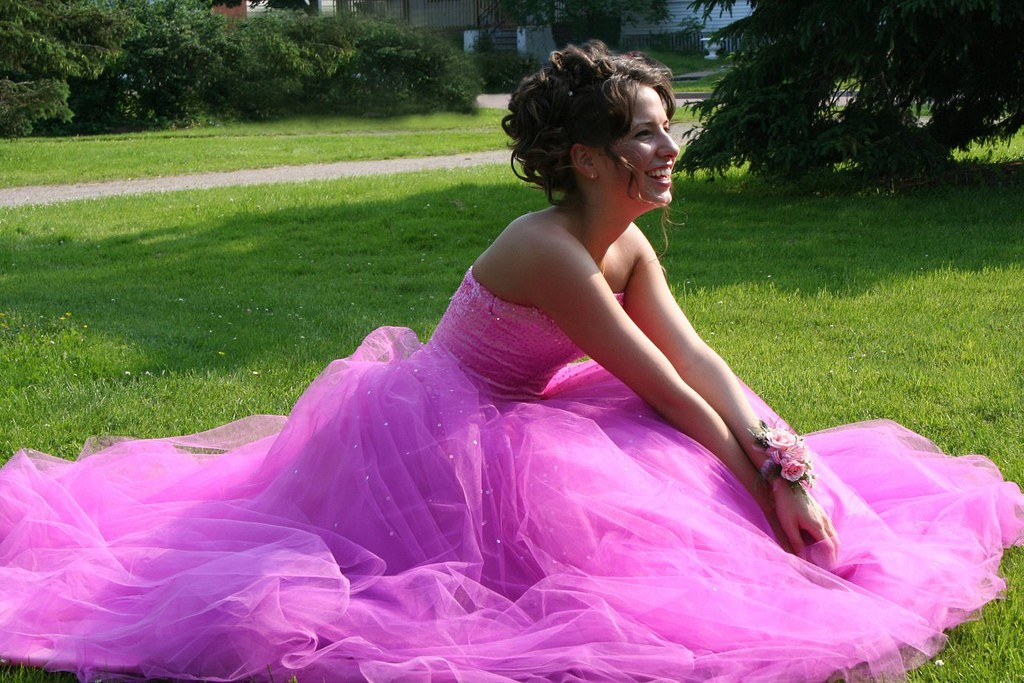 Sukienki znak rozpoznawczy kobiety. Jak dobrać odpowiednią?